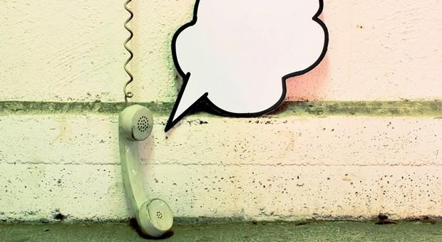 """""""Hallo ... Ist da jemand?"""" Den Kunden am Telefon mit seinen Fragen allein zu lassen, ist schlechter Kundenservice."""