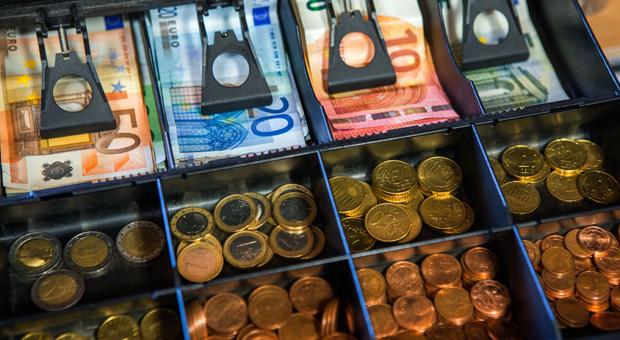 Die Bundesregierung erwägt für Barzahlungen ein Limit von 5000 Euro.
