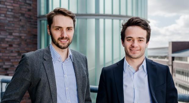 """Matthias Schmittmann (l.) und Johannes Weber (r.) gründeten die bentekk GmbH im Jahr 2014. Jetzt haben sie mit ihrem Projekt das Finale des Hamburger Businessplan-Wettbewerbs """"Gründergeist 2016"""" gewonnen."""