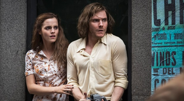 """Lena (Emma Watson) und Daniel (Daniel Brühl) geraten in """"Colonia Dignidad"""" in die Straßenunruhen während des Militärputschs in Chile."""