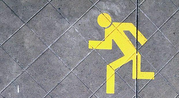 Nichts wie weg: Wenn Mitarbeiter die Flucht ergreifen, liegt es oft an Führungsfehlern des Chefs.