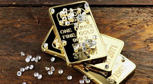 Wer sein Geld anlegen will, stellt sich angesichts der Zinsflaute 2016 die Frage nach alternativen Formen der Geldanlage wie Gold oder Diamanten.