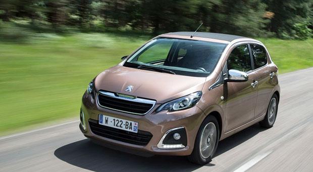Auch Autos aus Frankreich gibt's für unter 10.000 Euro – etwa den Peugeot 108. Der gediegen auftretende Kleinwagen kostet in der Basisversion 8890 Euro. Dafür gibt's ABS, ESP und LED-Tagfahrlicht, aber keine Servolenkung. Mit der gleichen Technik …