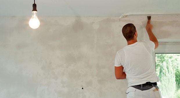 Die Kosten für den Maler lassen sich beim Finanzamt geltend machen. Damit Sie Handwerkerleistungen von der Steuer absetzen können, brauchen Sie allerdings eine Rechnung mit separat ausgewiesenen Lohnkosten.