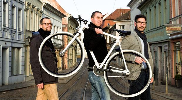 Christian Anuth, Markus Weintraut und Christian Werner von Haveltec beißen sich trotz Rückschläge durch. 2017 sollen ihre digitalen Fahrradschlösser auf dem Markt sein.