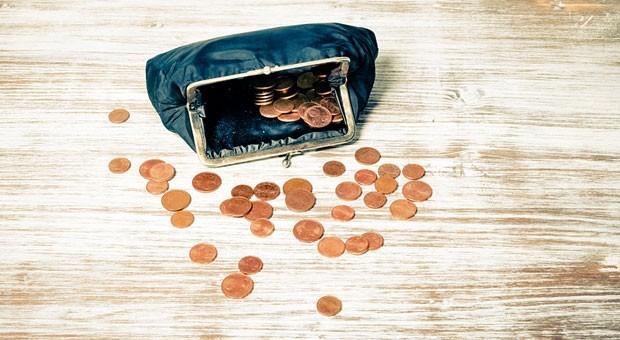Ein Portemonnaie voller Kleingeld - das kann ziemlich nervig sein. In Kleve runden Händler daher jetzt auf und ab.