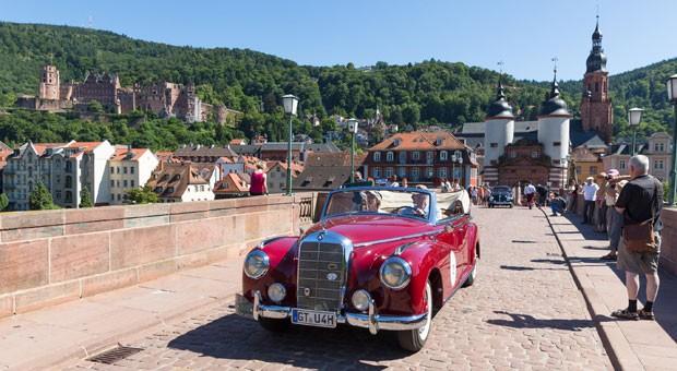 Klassischer Genuss bei der ADAC Heidelberg Historic: Nicht nur die Oldie-Besatzungen erfreuen sich an den Rallyes, auch die Zuschauer reagieren begeistert.