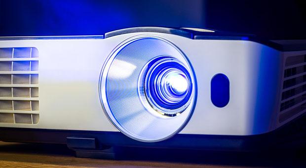 Projektor an, Präsentation läuft! Bei Slideshare können Sie Vorträge von Experten aus aller Welt zuhause durchklicken.