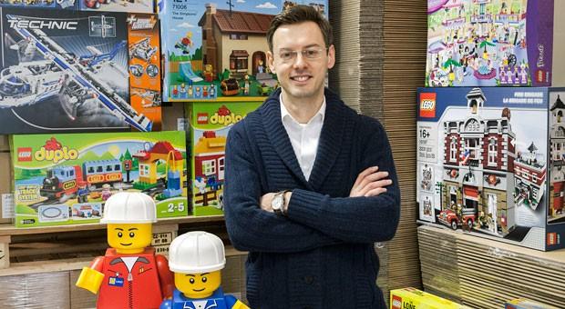 """Als Kind bekam David Spröhnle einen Lego-Truck, jetzt hat er """"Toys in Basket"""" aufgebaut: einen Online-Handel für Legosteine."""