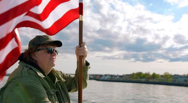 Dokumentarfilmer Michael Moore reist nach Europa, um Lösungen für die Probleme seines geliebten Heimatlandes Amerika zu finden.