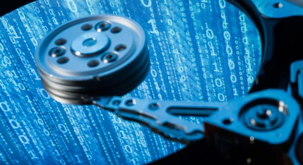 Backups sind bitter nötig. Doch aufgepasst: Bei Festplatten besteht zum Beispiel jederzeit die Gefahr, dass der Schreib- und Lesearm die Speicherscheibe berührt (Headcrash). Dann sind die Daten futsch.