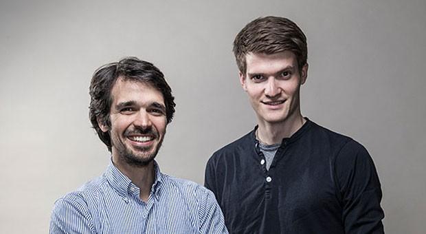 Die Gründer des Start-ups Protonet, Ali Jelveh und Christopher Blum, suchen im Silicon Valley nach Geldgebern, nutzen aber auch noch Crowdfunding, um neue Produkte zu finanzieren.