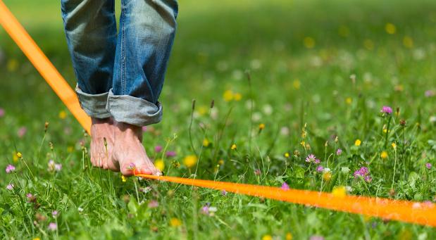 Ob Slackline laufen oder im Wald spazieren gehen: Den für sich passenden Ausgleich zum Geschäftsleben zu finden, ist gar nicht so einfach.