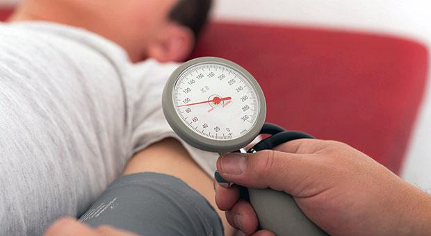 Diese Meldung dürfte den Blutdruck bei DKV-Versicherten in die Höhe treiben: Die Beiträge für die Krankenversicherung steigen um 7,8 Prozent.