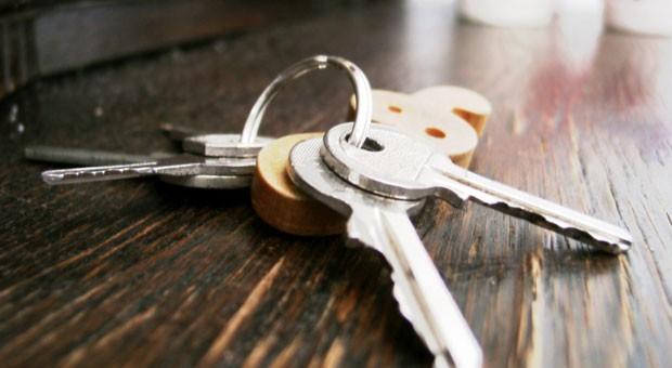 Ausgesperrt hat man sich schnell. Genau so schnell kann es teuer werden, wenn man den falschen Schlüsseldienst ruft.