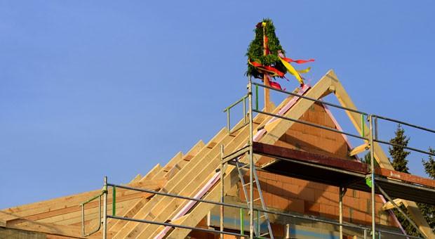 Ein Richtfest ist ein Grund zur Freude - auch für den Schwarm, wenn die Immobilie per Crowdinvesting finanziert wurde.