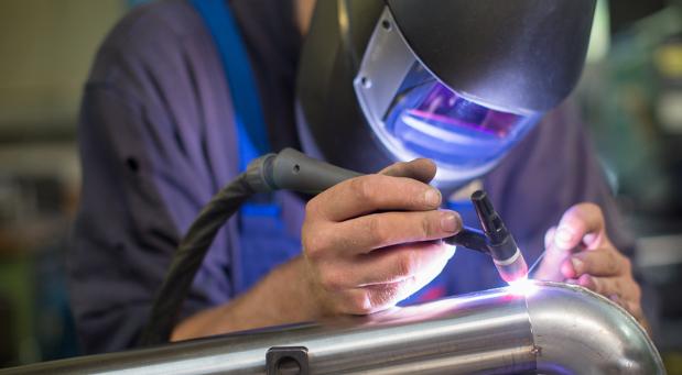 In den Metallbauberufen ist die Zahl der Arbeitsausfälle besonders hoch.