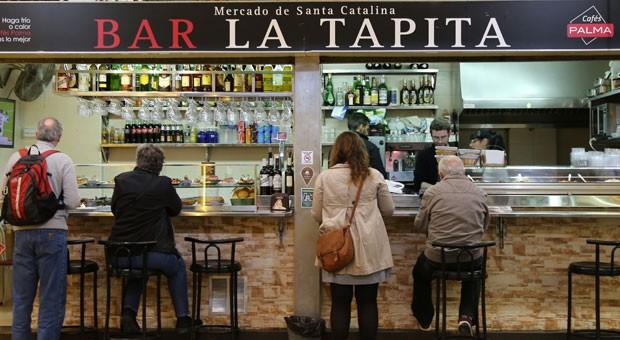 In den Markthallen Palmas gibt es neben spanischen und mallorquinischen Spezialitäten auch Gerichte aus der ganzen Welt.