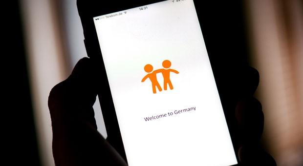 """Die """"Welcome-App"""", die hier auf einem Smartphone zu sehen ist, bietet eine mehrsprachige plattformübergreifende Orientierungshilfe für Asylsuchende, Flüchtlinge und Migranten in Deutschland."""