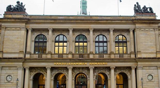 Die Handelskammer hat einen eindrucksvollen Sitz in Hamburg. Nach einem Urteil des Verwaltungsgerichts hat sie zu hohe Beiträge von ihren Mitgliedern verlangt.