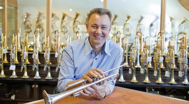 Hans Thomann, Inhaber des Musikhauses Thomann, verkauft seit 1996 Instrumente über seinen Onlineshop.