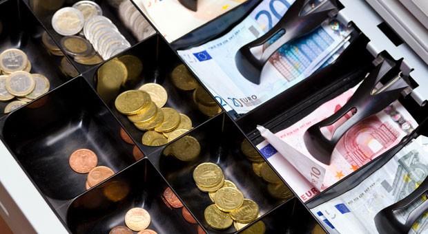 Indem Umsätze nachträglich anders verbucht werden, lassen sich derzeit recht einfach Steuern hinterziehen.