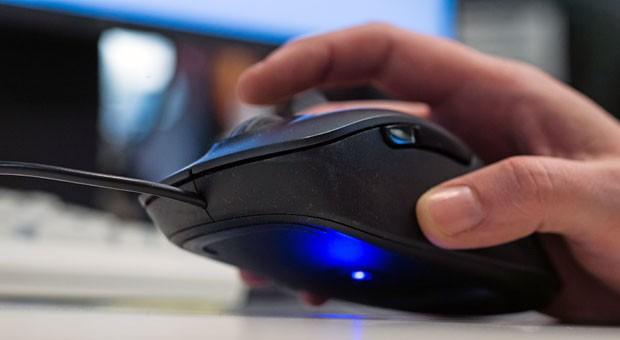 Die Maus spielt verrückt? Kein Grund, gleich den IT-Support anzurufen. Computerprobleme wie dieses können Sie mit unseren Tipps selber beheben.