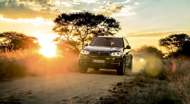 Viele Autohersteller bieten Reisen in ferne Länder an. Eine Reise durch Namibia im Geländewagen X5 hat BMW im Programm.