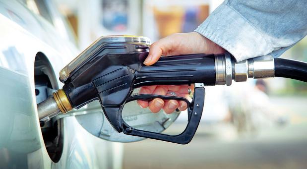 Kann das Benzingeld bei Privatfahrten mit dem Firmenwagen abgesetzt werden? Darüber entscheidet bald der Bundesfinanzhof.