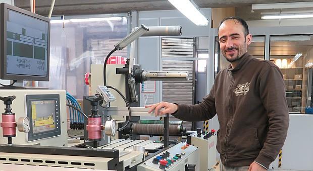 Segvan an seinem Arbeitsplatz in der Druckerei.