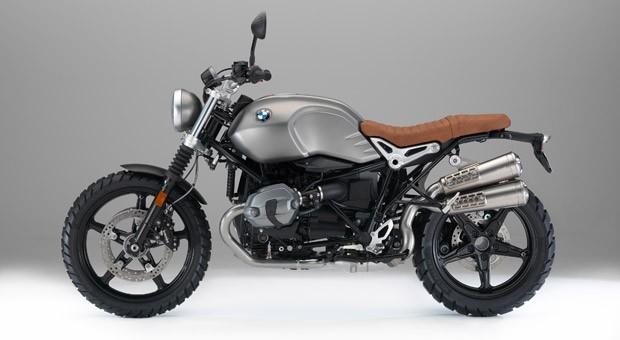 BMW-Boxer: Die R nineT Scrambler orientiert sich technisch am Roadster R nineT. Der Boxer leistet 81 kW/110 PS, die Auspuffanlage ist hochgelegt, der Scheinwerfer rund, und die Reifen sind grobstollig.