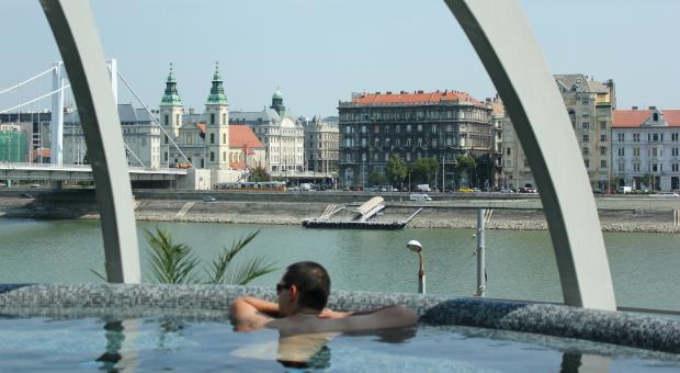 Entspannung pur: Im Thermalbad Rudas gibt es einen Panorama-Whirlpool.
