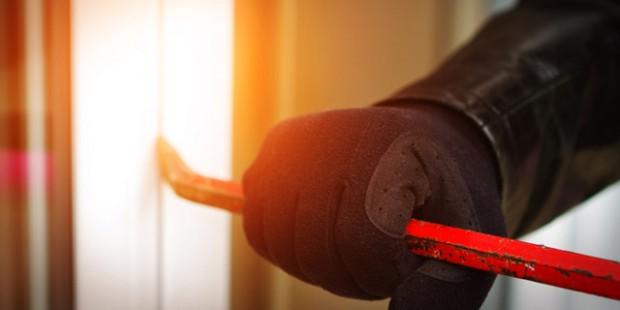 Einbrecher verfügen über einen Zeitplan - einfache Maßnahmen für den Einbruchschutz können ihnen schnell Zeit und Motivation rauben.
