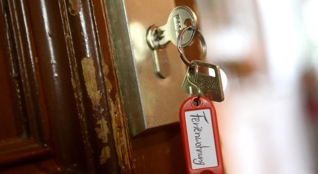 Berliner, die Touristen ihre Wohnung vermieten wollen, brauchen dafür ab Mai 2016 eine Genehmigung.