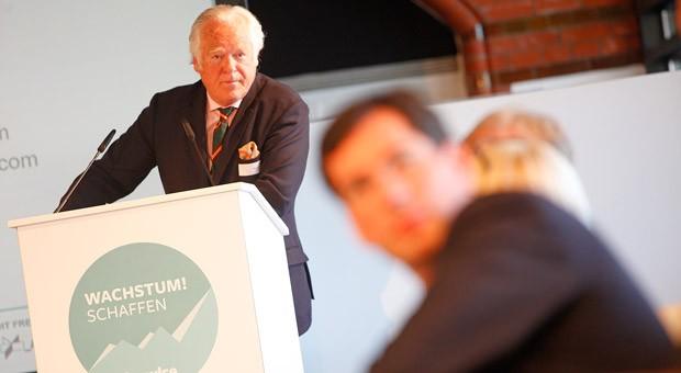 """Unternehmerdialog zum Thema Spezialisierung: Thomas Hoyer auf der impulse-Konferenz """"Wachstum! Intelligent spezialisieren"""" am 21. April im ehemaligen Hauptzollamt in Hamburg."""