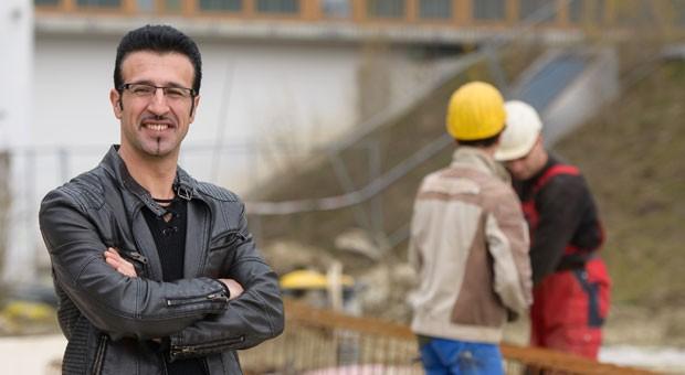 Gökhan Kilic arbeitete zunächst als Animateur, Tanzlehrer und Döner-Verkäufer. Seit einigen Jahren ist der Kurde Chef eines Bauunternehmens mit derzeit 13 Beschäftigten.