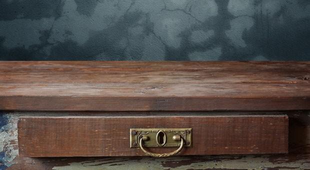 Eine Schubladenfirma ist nicht mehr als eine leere Hülle. Wer eine solche ungenutzte Firma oder Marke kauft, kann sie mit neuem Leben füllen.