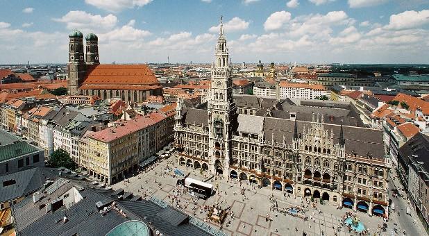 Die IHK in München hat bundesweit die meisten Mitglieder - 2014 waren es  407.844. Jeder von ihnen zahlt Beiträge - durchschnittlich 279 Euro pro Jahr.