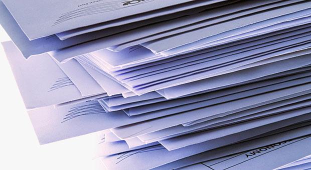 Bevor sie die Geschäftsbriefe in den Umschlag stecken, sollten Sie kontrollieren, ob alle Pflichtangaben aufgeführt sind.