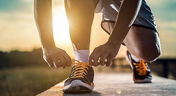 Wer mit dem Laufen beginnt, sollte einige Dinge beachten. Unter anderem sollte bei dem Training der richtige Schuh getragen werden.