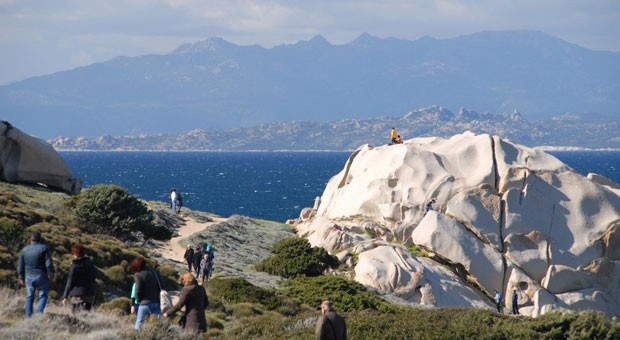 Korsika zum Greifen nahe: Die Nachbarinsel ist über die Straße von Bonifacio vom Capo Testa aus besonders gut zu sehen.