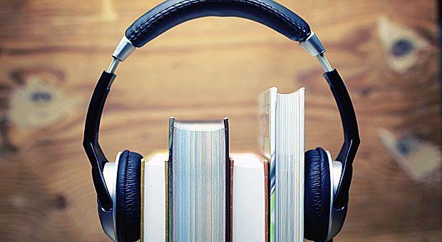 Mit Audiobooks oder der passenden App können Sie Sprachen auch ganz einfach unterwegs lernen.