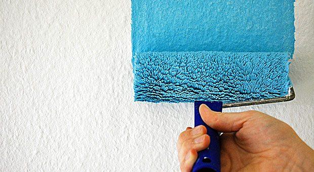Plötzlich blau: Mitarbeiter tun sich oft schwer mit Veränderungen - vor allem, wenn es um mehr geht als um die Wandfarbe im Büro.