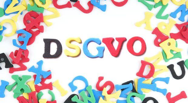 Bei der Datenschutzerklärung kommt es auf jedes Wort an - sonst drohen mit der DSGVO Bußgelder und Abmahnungen.