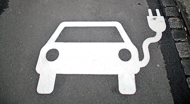 19.000 Elektroautos sind auf Deutschlands Straßen unterwegs. Mit der Kaufprämie sollen es 300.000 mehr werden.
