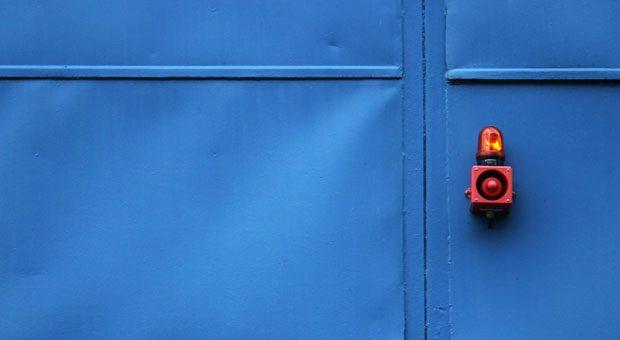 Wenn Kreditvermittler Kosten pauschal abrechnen wollen, sollten Ihre Alarmglocken schrillen.