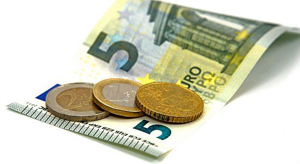 Dass Sonderzahlungen wie das Urlaubsgeld auf den Mindestlohn von 8,50 Euro angerechnet werden dürfen, hat nun das Bundesarbeitsgericht entschieden.