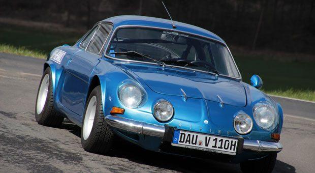 Die ab 1962 gebaute Alpine machte das Leben zeitgenössischer Sportwagen schwerer.