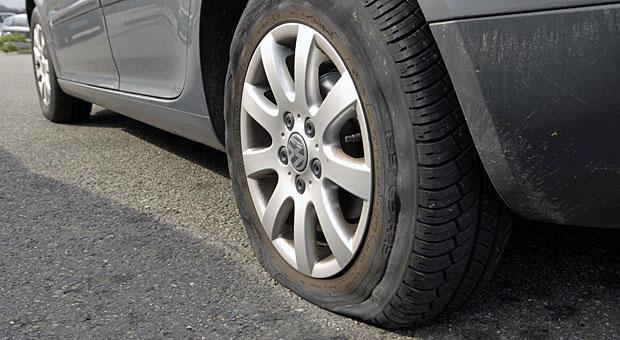 Plattgefahren? Statt einem Reserverad helfen in solchen Fällen auch Notrad oder Tire-Set.