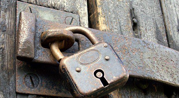 Abschließen sorgt für Sicherheit - auch virtuell: Wer sein CMS nicht regelmäßig aktualisieren lässt, riskiert Sicherheitslücken, warnt IT-Experte Ralf Seybold.